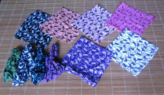 bandane gecki nei modelli quadrate e preformate, assortimento colori