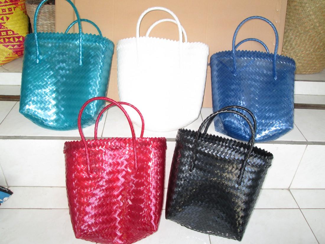 plastica piccolo formato, confezione di 5 pezzi , uno per ogni colore disponibile