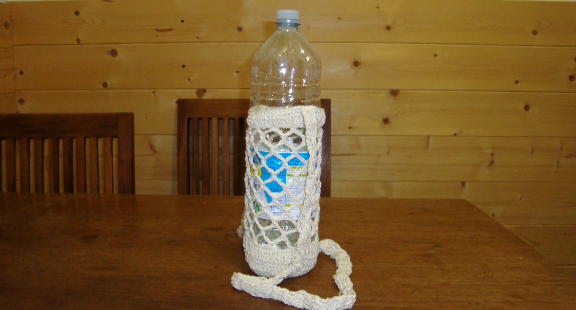 robusto portabottiglie all'uncinetto, per bottiglie fino a 1,5 litri, disponibile anche in formato ridotto portatelefonino