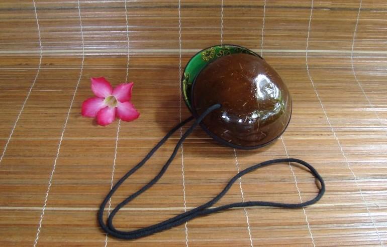 tracolla in legno di cocco formato piatto