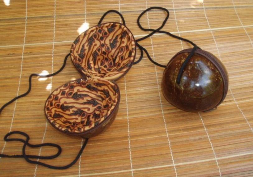 tracolla in legno di cocco formato sferico